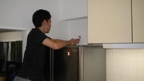 冷蔵庫耐震風景